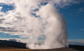 Old Faithful! This time, I got to see it from the front row with all the other off-season travelers.